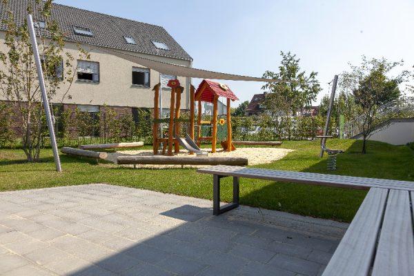 Spielplatz-anlegen-Rose-Gartenlandschaftsbau-KIta-Meyerbeerstrasse