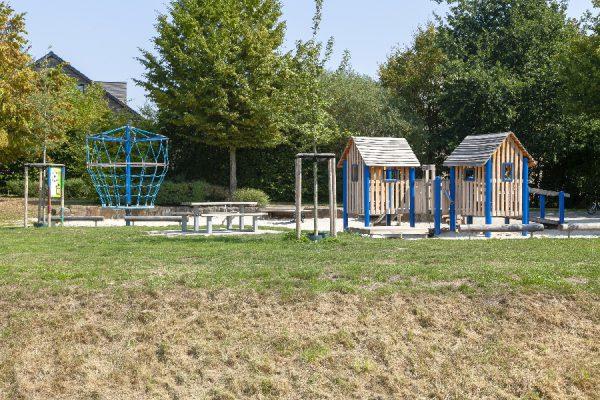 Spielplatz-anlegen-Rose-Gartenlandschaftsbau-Spielplatz-Meyerbeerstrasse